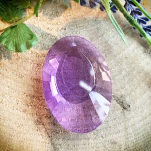 Kristallen ovaal raamhanger paars 5,5 cm